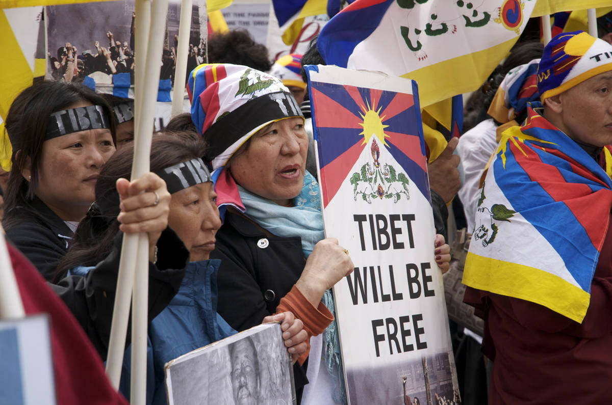 debate of tibet and china Attempting to understand the mass tibetan anger, this paper will begin by  recounting a few of the recent events of tibetan and chinese history in 1950, the .
